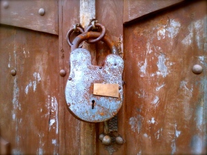 Detalle en un portón en Suchitoto.